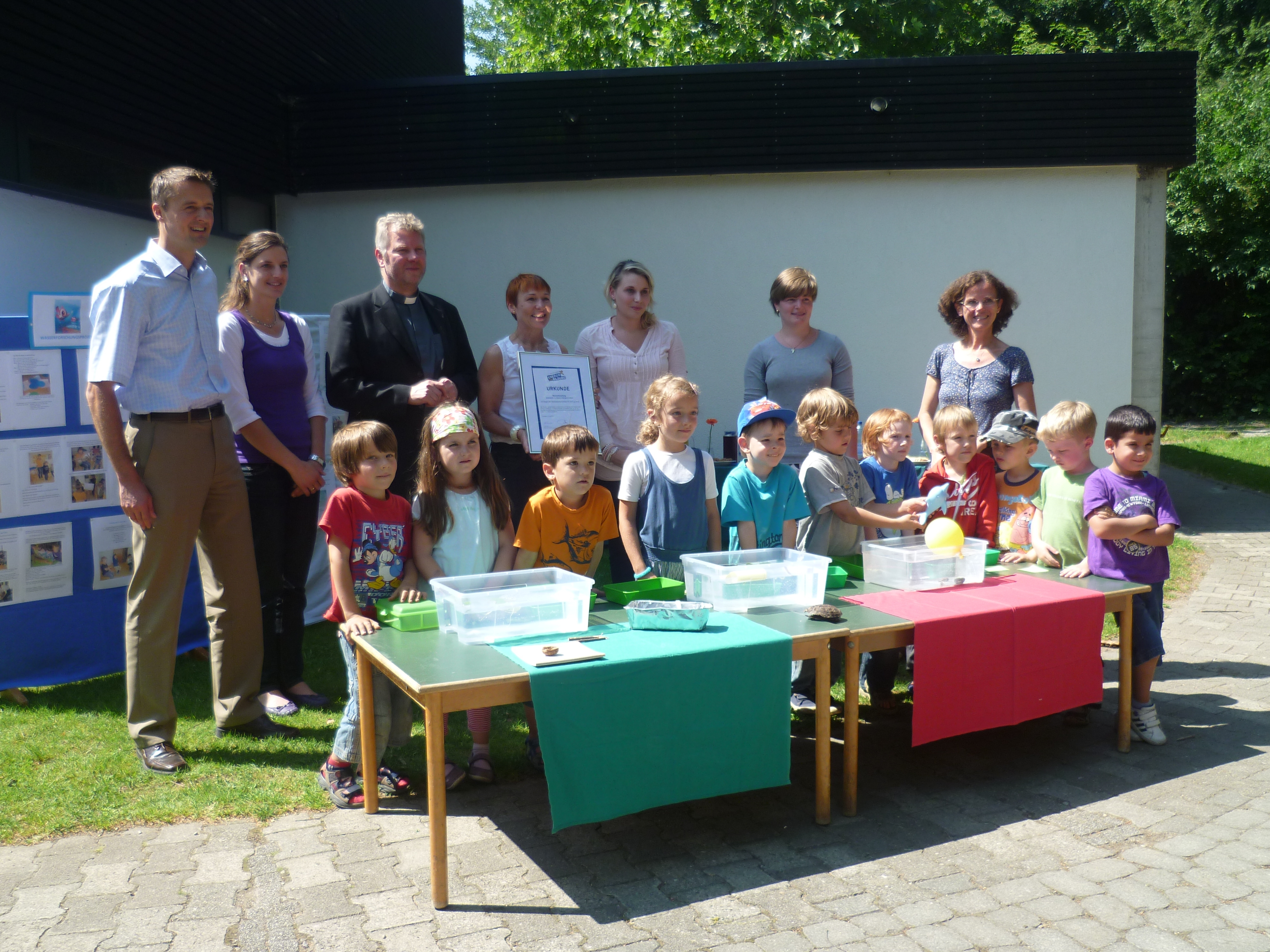 Preisübergabe an die jungen Forscher. Kindergarten St. Verena aus Wangen  gewinnt mit Wasserforschungsprojekt.